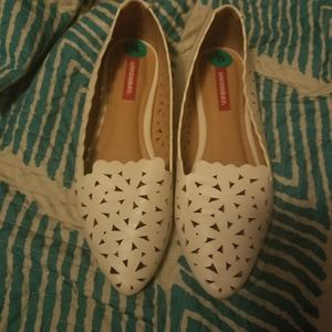 Womens cream colored size 8 unionbay flats